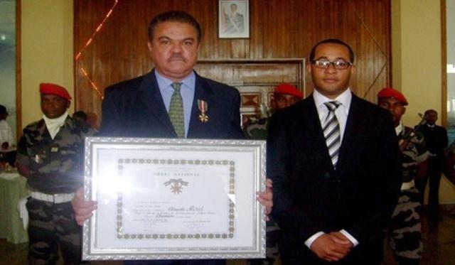 Madagascar décore l'Ambassadeur Morel, diplomate seychellois