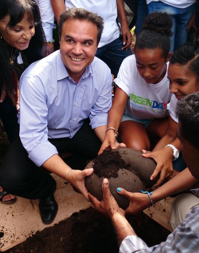 Le coco de mer: Signe d'amitié des Seychelles à la Réunion.
