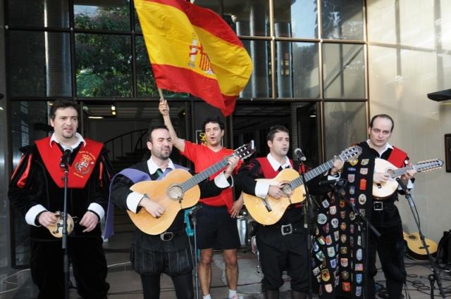 Spanish songs on the streets of Seychelles 'Viva Seychelles, y viva España'