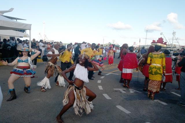 Couleurs tropiques et vibrations magiques pour le carnaval des Seychelles