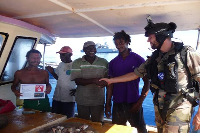 Le Floréal porte secours à quatre pêcheurs seychellois à la dérive