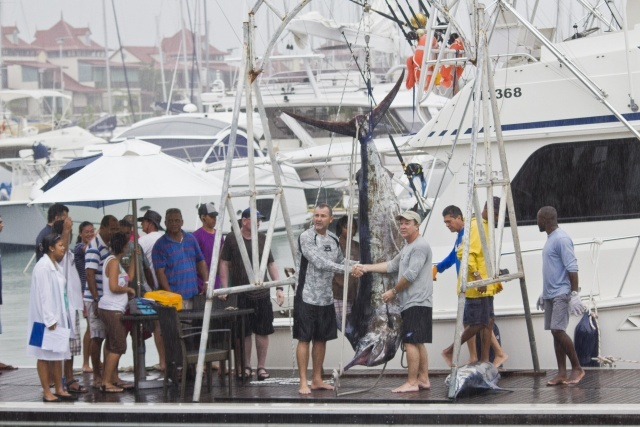Seychelles sports fishing and WWF plan conservation of really big fish