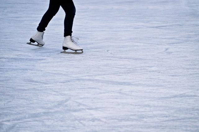 Patinage sur glace dans un paradis tropical! Nouveau parc de loisirs pour les familles aux Seychelles ouvre ses portes