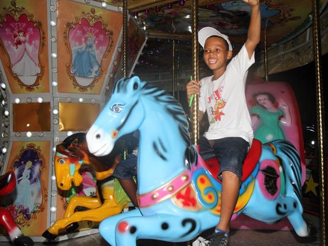 Nouveau parc d'attractions « Paradis des enfants »  félicité !