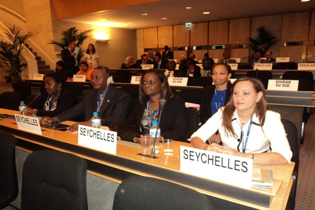 «Tous les travailleurs, y compris les travailleurs étrangers devraient avoir les mêmes opportunités pour un travail décent», a déclaré Alexander  à la conférence de l'OIT.