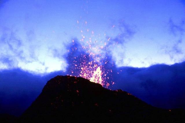L'île de la Réunion : le Piton de la Fournaise en éruption