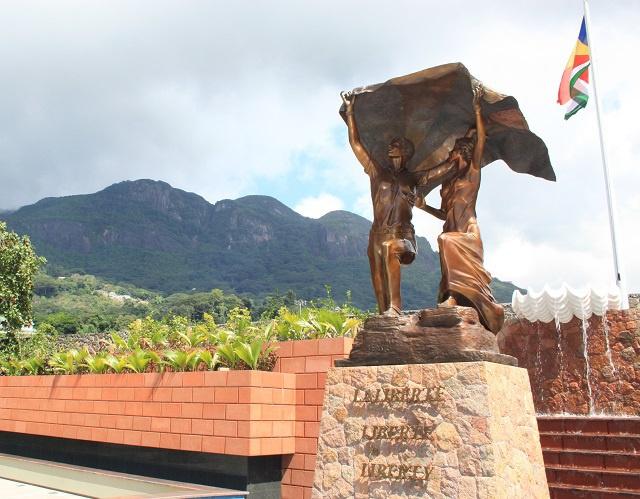 « La liberté » un nouveau monument, pour les 38 ans de l'indépendance des Seychelles