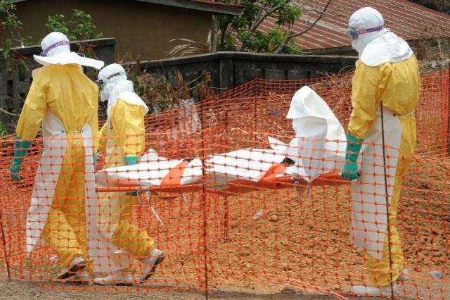L'épidémie d'Ebola perturbe le trafic aérien et le foot en Afrique de l'Ouest