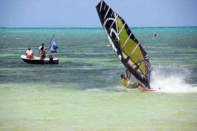 Seychelles' twelve year old windsurfing race record unbeaten - Six attempt the 44km Mahe-Praslin crossing in 2014