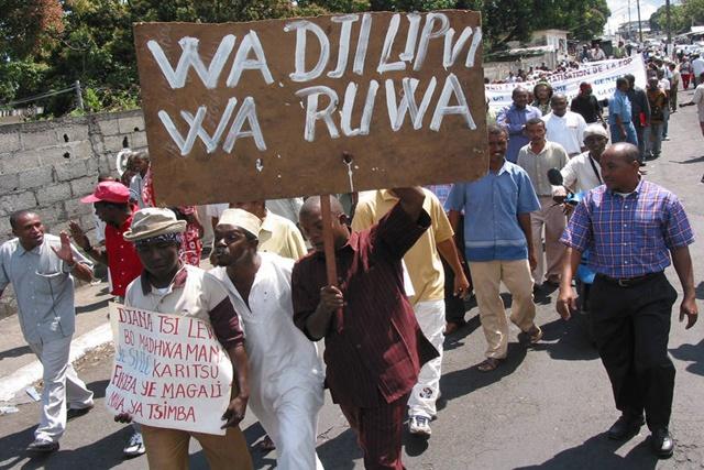 Comores ras le bol des fonctionnaires impay s depuis trois mois seychelles - Paiement dans trois mois ...
