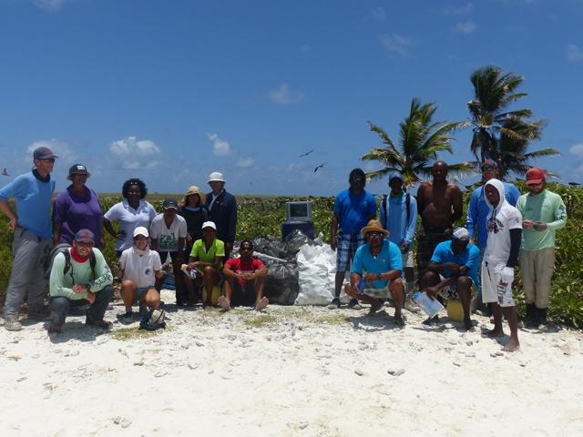 Le centre de conservation de Farquhar, île des Seychelles, s'inquiète des déchets qui s'échouent sur les plages