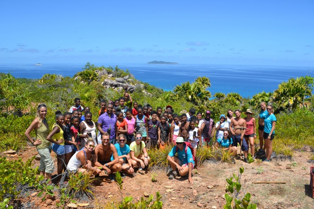 Patching up the bare spots on Curieuse – youth groups help to rehabilitate island vegetation