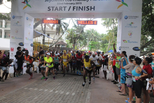 Kenyan and Finnish runners triumph in the Seychelles 2015 eco-friendly marathon