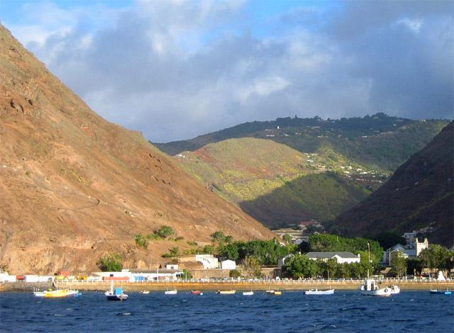 Ste Hélène, l'île qui héberge la tortue de 182 ans des Seychelles, accueillera ses premiers vols touristiques l'année prochaine.