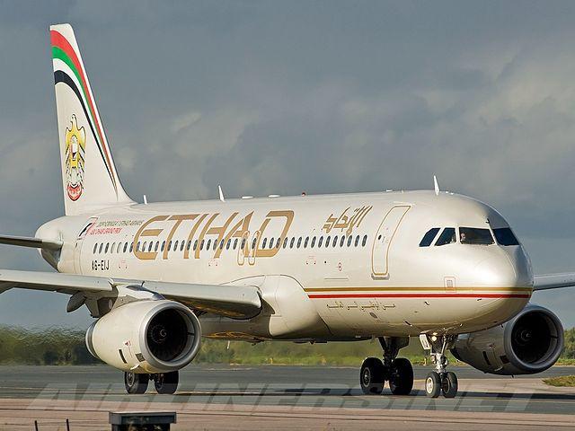 Un Vol D Etihad Airways Et Un Avion Emirates Ont Fr 244 L 233 L