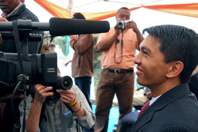 Madagascar: la TV de Rajoelina en partie coupée, une députée de son parti interpellée