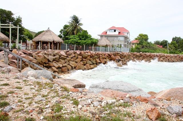 Lutter contre le changement climatique : une ONG aux Seychelles obtient un financement pour restaurer le littoral érodé