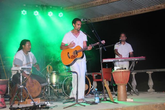 """La Digue, île des Seychelles, a accueilli sa première fête de la musique avec"""" le groupe Tias"""""""