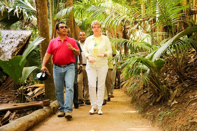 A unique memento of Seychelles: Palauan president goes home with coco-de-mer from Praslin