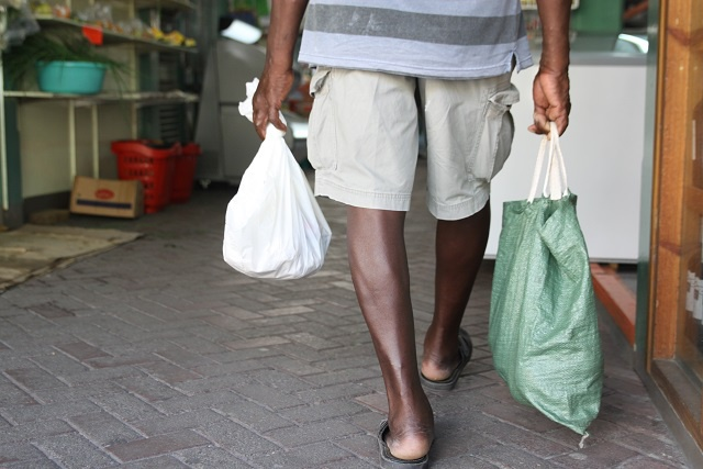 A plastic bag free Seychelles! Youth-led NGO spearheads campaign promoting a switch to reusable bags