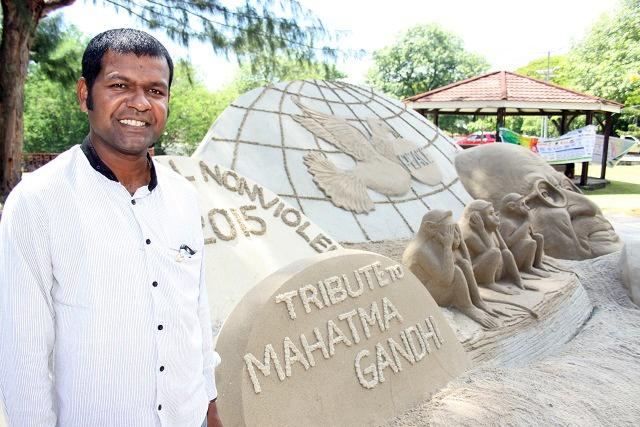 Canvases of a thousand grains of sand: world-renowned Indian artist works his magic on Seychelles sand