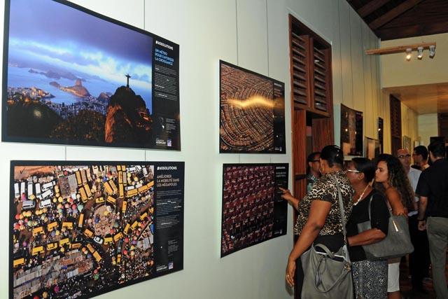 Changement climatique : les Seychelles accueillent l'exposition de Yann Arthus Bertrand