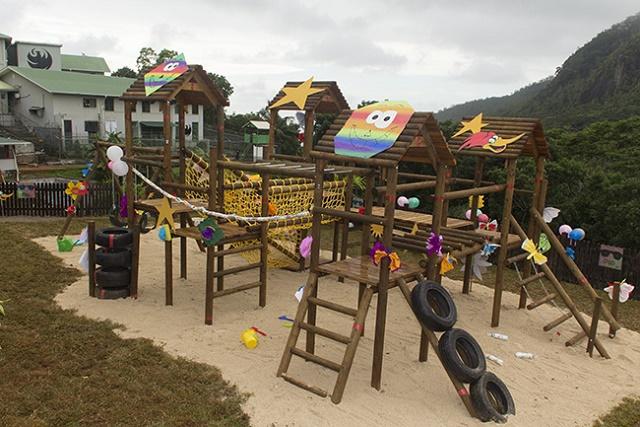 Une Aire de jeux pour l'espoir ! La reine de beauté  des Seychelles concrétise son projet : offrir un environnement plus accueillant pour les enfants des détenus de prison