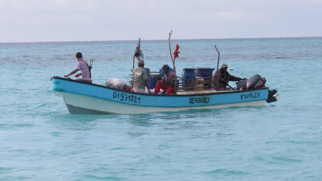 Seychelles police detains 19 fishermen intercepted on suspicion of illegal fishing activities near Aldabra