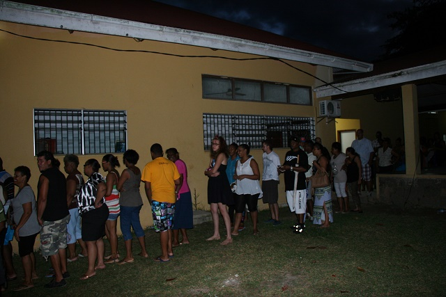 Selon les observateurs aux Seychelles ; vote pacifique et ordonné, longues files d'attente, mais un registre d'électeurs qui  doit être amélioré