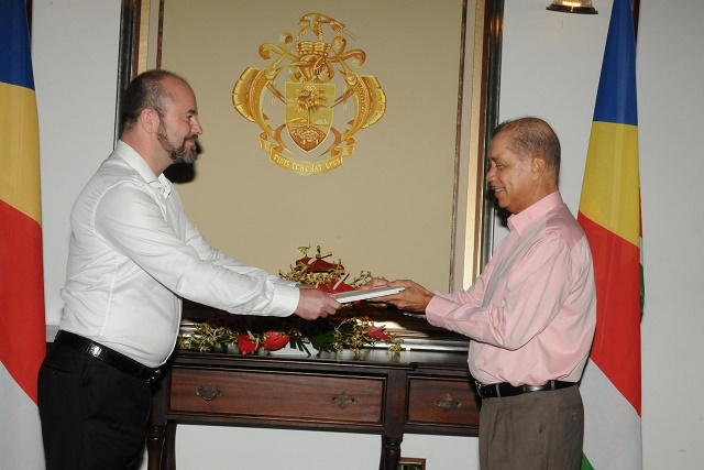 New Swiss ambassador to Seychelles sees close cooperation in health, environment