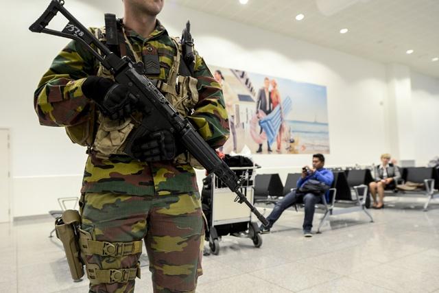 Explosions à l'aéroport de Bruxelles: l'alerte antiterroriste relevée au niveau maximal en Belgique (officiel)