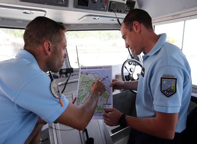 Australia says possible MH370 debris found on Mauritius.