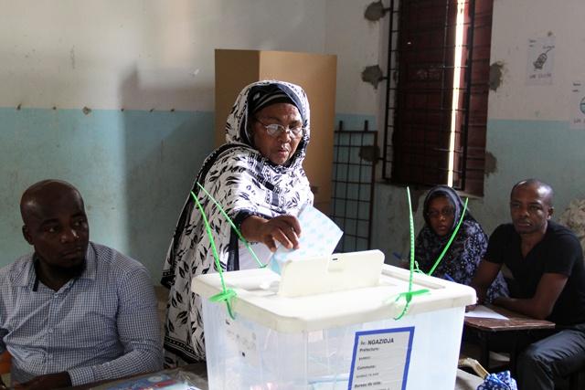 Présidentielle aux Comores: début du vote dans le calme