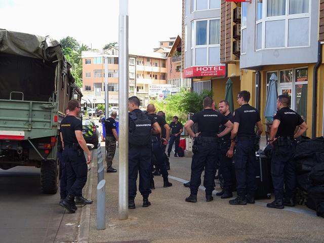 La France envoie des forces de l'ordre en renfort sur l'île de Mayotte après des violence