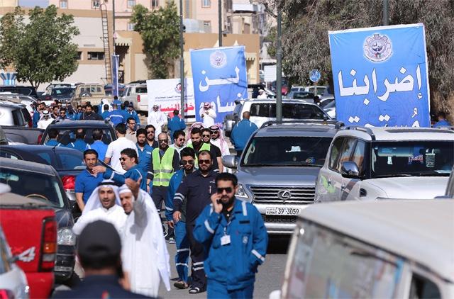 Oil prices dip as freeze talks failure trumps Kuwait strike