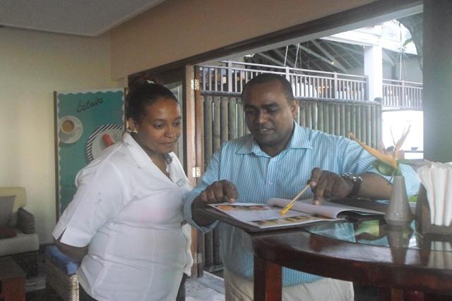 Un Seychellois employé de la chaîne d'hotels Starwood reçoit le prix président Award pour son amour de sa dévotion à l'artisanat
