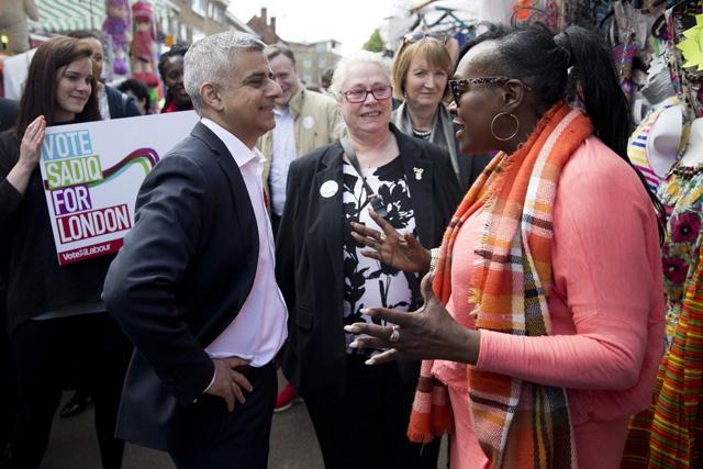 Le travailliste Sadiq Khan, un musulman, devient maire de Londres