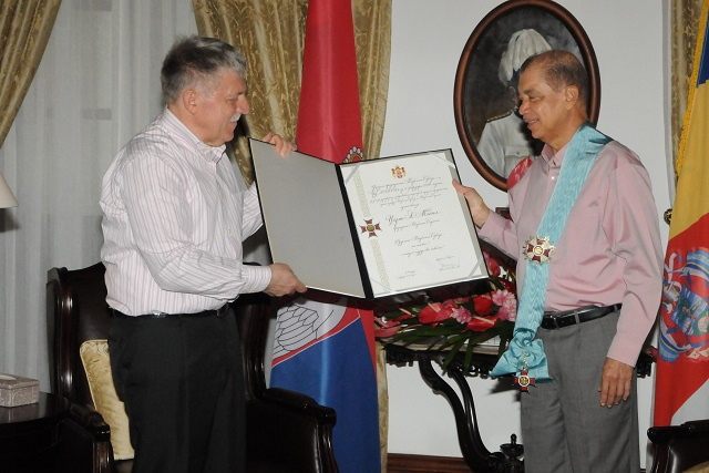 New Serbian ambassador presents Seychelles president with decoration