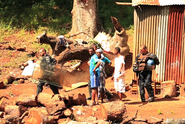 French Mayotte islanders force foreigners from their homes