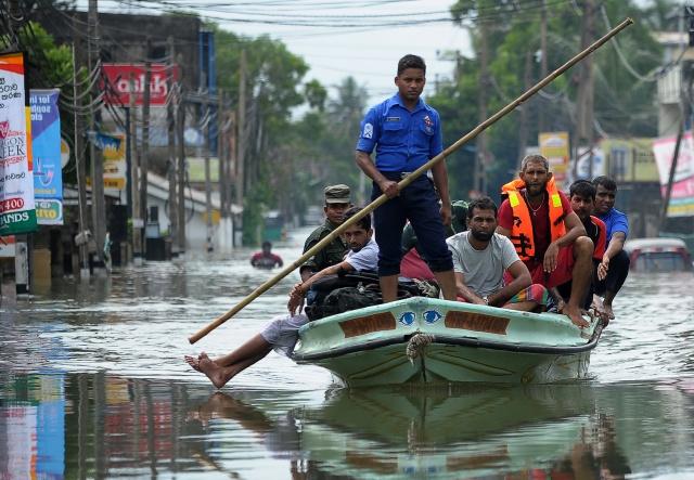 Foreign aid reaches flooded Sri Lankan capital, 71 dead