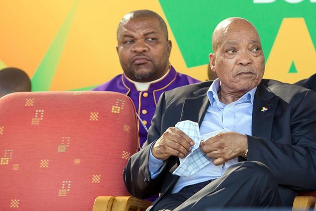 Afrique du Sud: la justice dira lundi si elle poursuit Zuma pour corruption