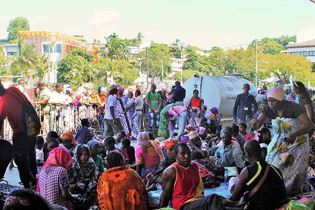 "Le préfet de Mayotte demande que les expulsions ""cessent"""
