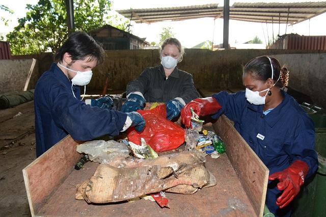 Une équipe étudie comment les Seychelles pourraient mieux gérer le problème croissant des déchets