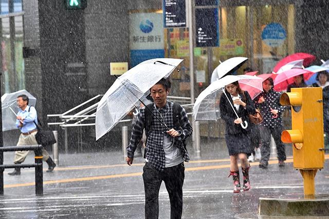 Le Japon sous la menace de deux typhons