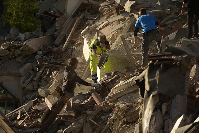 Séisme en Italie: au moins cinq morts