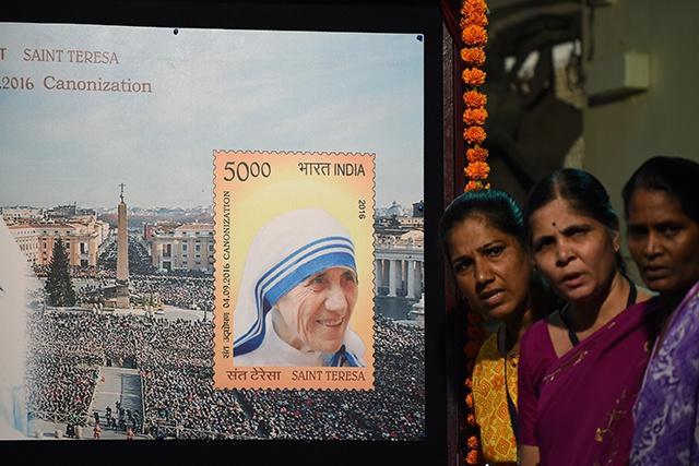 Mère Teresa, au service des plus pauvres, canonisée par le pape François