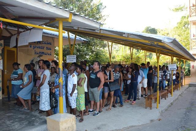 Réaction des dirigeants des partis politiques des Seychelles et des candidats indépendants au sujet des élections législatives