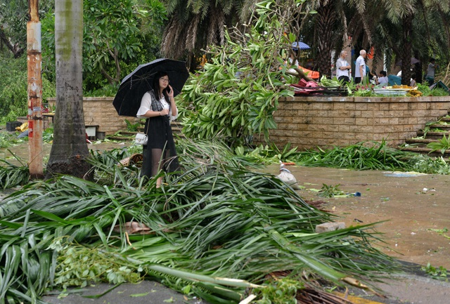 Typhoon Meranti lashes China after pounding Taiwan