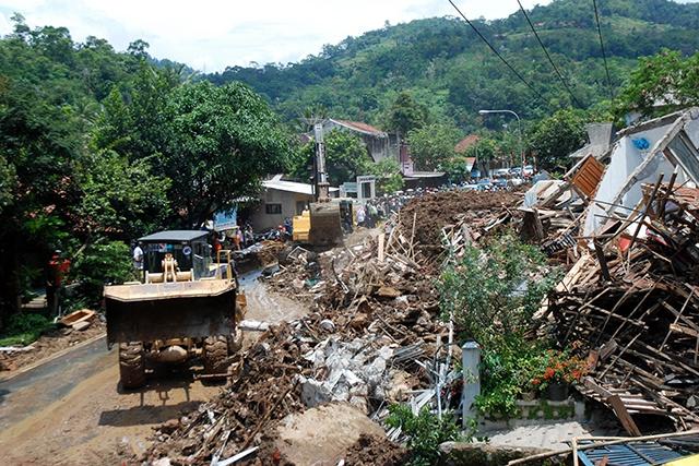 Inondations et glissements de terrain en Indonésie: le bilan monte à 19 morts