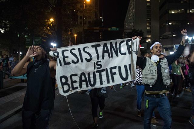 USA: troisième nuit de manifestation à Charlotte malgré un couvre-feu